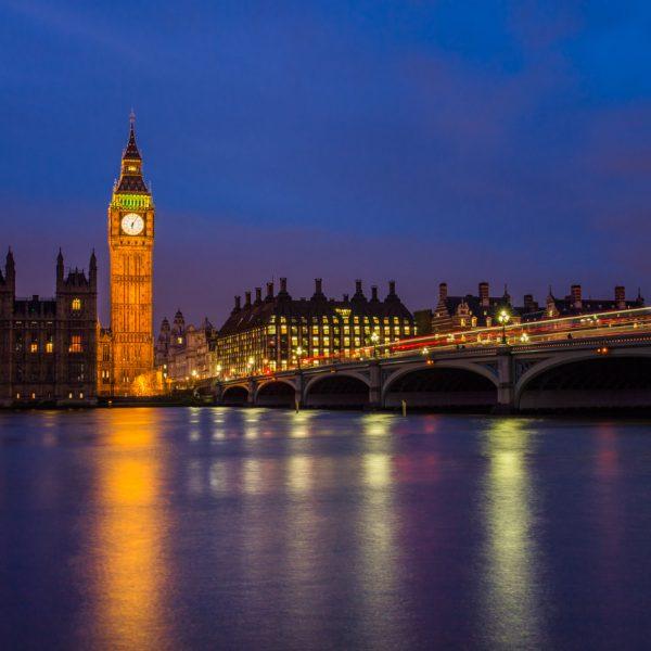 ロンドンのビッグベンは何で動いてる?